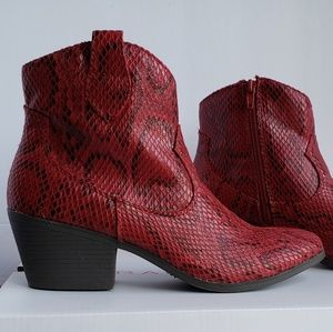 NIB Boa Python Textured Ankle Boots 7.5